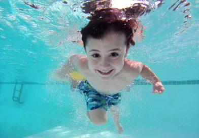 Учите детей плавать?