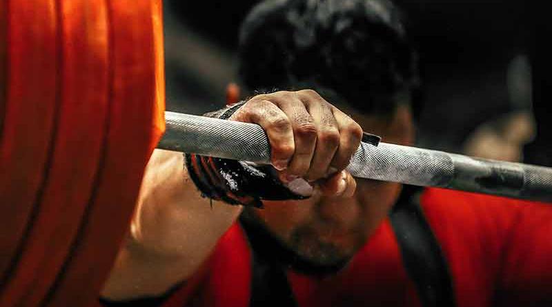 Самый юный атлет, присевший со штангой весом 457 кг